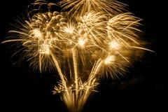 Χρυσό πυροτέχνημα στο Μαύρο Στοκ εικόνα με δικαίωμα ελεύθερης χρήσης