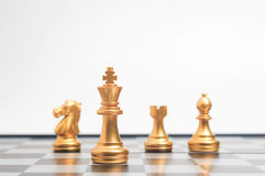 Χρυσό σκάκι στο επιτραπέζιο παιχνίδι σκακιού για την ηγεσία επιχειρησιακής μεταφοράς Στοκ φωτογραφίες με δικαίωμα ελεύθερης χρήσης