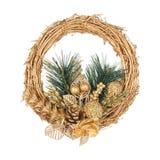 Χρυσό στεφάνι Χριστουγέννων με τον κωνοφόρο κλάδο Στοκ φωτογραφίες με δικαίωμα ελεύθερης χρήσης