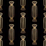 Χρυσό συρμένο χέρι σχέδιο Υπόβαθρο καραμελών Yummy απεικόνιση επιδορπίων Ο Μαύρος ακτινοβολεί άνευ ραφής σύσταση Στοκ φωτογραφία με δικαίωμα ελεύθερης χρήσης