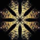 Χρυσό σχέδιο δαντελλών σε ένα μαύρο υπόβαθρο Στοκ εικόνες με δικαίωμα ελεύθερης χρήσης