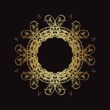Χρυσό σχέδιο δαντελλών σε ένα μαύρο υπόβαθρο Στοκ εικόνα με δικαίωμα ελεύθερης χρήσης