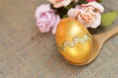 Χρυσό σχέδιο αυγών Πάσχας Στοκ εικόνες με δικαίωμα ελεύθερης χρήσης