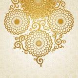 Χρυσό σχέδιο με τα μεγάλες λουλούδια και τις μπούκλες Στοκ εικόνα με δικαίωμα ελεύθερης χρήσης
