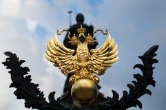Χρυσό σύμβολο αετών του εμβλήματος της Ρωσίας Στοκ Φωτογραφίες