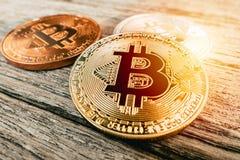 Χρυσό σύμβολο νομισμάτων Bitcoin των ψηφιακών χρημάτων cryptocurrency Στοκ εικόνα με δικαίωμα ελεύθερης χρήσης