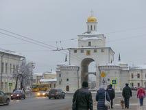 Χρυσό το Νοέμβριο του 2017 του χειμερινού Βλαντιμίρ Ρωσία ορόσημων του Γκέιτς Στοκ Φωτογραφία