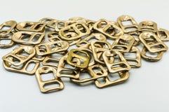 Χρυσό τράβηγμα δαχτυλιδιών Στοκ Φωτογραφίες