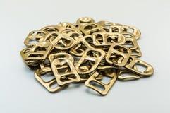 Χρυσό τράβηγμα δαχτυλιδιών Στοκ Εικόνα