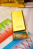 Χρυσό υπόβαθρο φραγμών, περιβαλλοντική οικονομική έννοια Στοκ φωτογραφίες με δικαίωμα ελεύθερης χρήσης