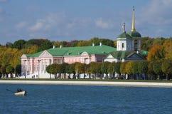 Χρυσό φθινόπωρο σε Kuskovo Στοκ φωτογραφία με δικαίωμα ελεύθερης χρήσης