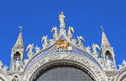 χρυσό φτερωτό λιοντάρι στη βασιλική του σημαδιού του ST στη Βενετία σε Ital Στοκ φωτογραφία με δικαίωμα ελεύθερης χρήσης