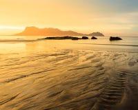 Χρυσό φως στην παραλία στην Ασία Στοκ Φωτογραφίες
