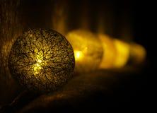 Χρυσό φως σφαιρών των Χριστουγέννων Στοκ εικόνες με δικαίωμα ελεύθερης χρήσης