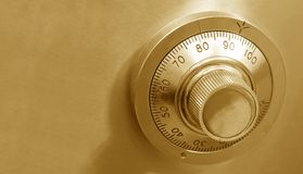 χρυσό χρηματοκιβώτιο κλειδωμάτων Στοκ φωτογραφίες με δικαίωμα ελεύθερης χρήσης