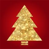 Χρυσό χριστουγεννιάτικο δέντρο στην κόκκινη ανασκόπηση Στοκ φωτογραφίες με δικαίωμα ελεύθερης χρήσης