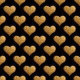 Χρυσό χρωματισμένο χέρι σχέδιο καρδιών Εκλεκτής ποιότητας άνευ ραφής χρυσό υπόβαθρο αγάπης Στοκ Φωτογραφίες