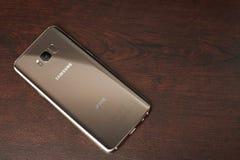 Χρυσό χρώμα Samsung s8 συν το smartphone Στοκ Εικόνες