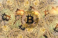 Χρυσό bitcoyne Ψηφιακή ανταλλαγή ελέγχου, επαλήθευσης και νομίσματος Η έννοια crypto του νομίσματος οριζόντια τοπ άποψη στενή στοκ εικόνες με δικαίωμα ελεύθερης χρήσης