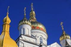 Χρυσό Cupolla ιερό Dormition Pochayiv Lavra στο φως πρωινού Στοκ Φωτογραφία