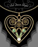 Χρυσό filigree περιδέραιο deco τέχνης, κρεμαστό κόσμημα στη μορφή καρδιών με τα λουλούδια και τους πράσινους πολύτιμους λίθους στ Στοκ φωτογραφίες με δικαίωμα ελεύθερης χρήσης