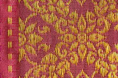 Χρυσό Floral ταϊλανδικό μετάξι σχεδίων Στοκ φωτογραφία με δικαίωμα ελεύθερης χρήσης