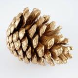 Χρυσό pinecone διακόσμηση Χριστουγέννων χρυσή η ανασκόπηση απομόνωσε το λευκό Στοκ Εικόνες