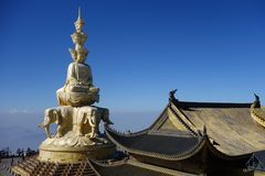 Χρυσό Puxian Βούδας στην ΑΜ Emei Στοκ εικόνα με δικαίωμα ελεύθερης χρήσης