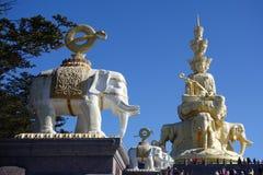 Χρυσό Puxian Βούδας στην ΑΜ Emei Στοκ Φωτογραφία