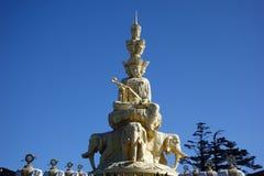 Χρυσό Puxian Βούδας στην ΑΜ Emei Στοκ εικόνες με δικαίωμα ελεύθερης χρήσης