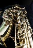 Χρυσό Saxophone στην περίπτωσή του στοκ φωτογραφία