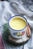Χρυσό turmeric γάλα στοκ εικόνες