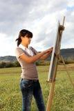 χρωματίζοντας γυναίκα τ&omicron Στοκ εικόνα με δικαίωμα ελεύθερης χρήσης