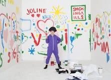 Χρωματίζοντας κορίτσι Στοκ φωτογραφία με δικαίωμα ελεύθερης χρήσης