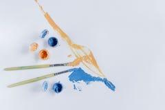Χρωματίζοντας με τα ακρυλικά χρώματα, βούρτσες, χρώμα, καμβάς Στοκ εικόνες με δικαίωμα ελεύθερης χρήσης