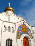 Χρωματίζοντας πέρα από τη βόρεια πύλη της εκκλησίας του Nicholas το Wonderworker της παλαιάς κοινότητας πεποίθησης Tver Μόσχα στοκ εικόνα με δικαίωμα ελεύθερης χρήσης