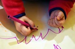 Χρωματίζοντας παιδί Στοκ εικόνες με δικαίωμα ελεύθερης χρήσης