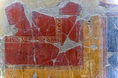 Χρωματίζοντας σε ένα σπίτι της Πομπηίας, μια αρχαία ρωμαϊκή πόλη που καταστρέφεται Στοκ φωτογραφία με δικαίωμα ελεύθερης χρήσης