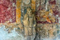 Χρωματίζοντας σε ένα σπίτι της Πομπηίας, μια αρχαία ρωμαϊκή πόλη που καταστρέφεται Στοκ φωτογραφίες με δικαίωμα ελεύθερης χρήσης