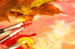 Χρωματίζοντας φύλλα πτώσης Στοκ Φωτογραφία
