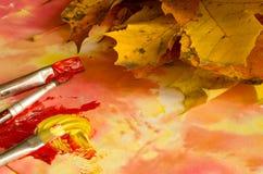 Χρωματίζοντας φύλλα πτώσης Στοκ εικόνα με δικαίωμα ελεύθερης χρήσης