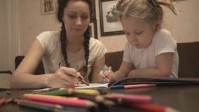 Χρωματίζοντας φύλλο μητέρων και κορών φιλμ μικρού μήκους