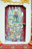 Χρωματίζοντας χαρακτήρες Θεών παραδοσιακού κινέζικου στον τοίχο στο καπέλο Yai Στοκ Εικόνα