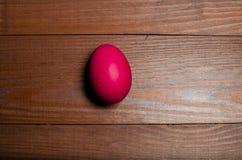 Χρωματισμένα αυγά κοτόπουλου για τις παραδοσιακές χριστιανικές διακοπές Easte Στοκ εικόνα με δικαίωμα ελεύθερης χρήσης