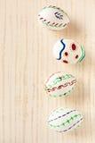 Χρωματισμένα αυγά Πάσχας στο κεραμίδι Στοκ Εικόνες