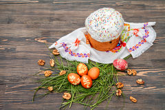 χρωματισμένα κέικ αυγά Πάσχας Στοκ Φωτογραφίες