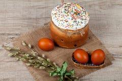 χρωματισμένα κέικ αυγά Πάσχας Στοκ φωτογραφίες με δικαίωμα ελεύθερης χρήσης