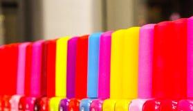 χρωματισμένα καλύμματα στιλβωτικής ουσίας καρφιών Στοκ φωτογραφία με δικαίωμα ελεύθερης χρήσης