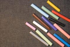 χρωματισμένα κιμωλία κομμά& στοκ φωτογραφία με δικαίωμα ελεύθερης χρήσης