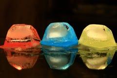Χρωματισμένα κομμάτια του πάγου Στοκ εικόνα με δικαίωμα ελεύθερης χρήσης
